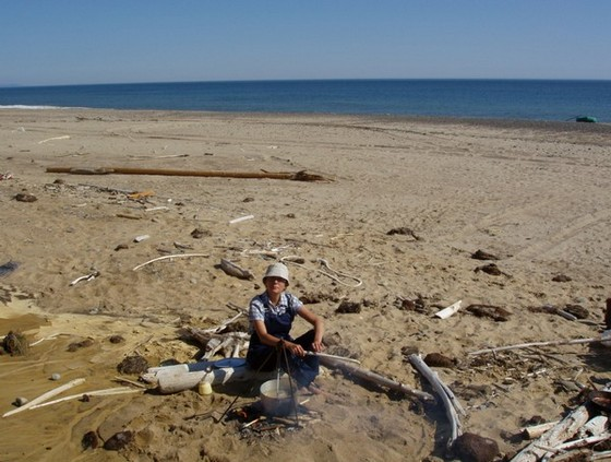 Елена Олейникова. Фото на берегу Охотского моря
